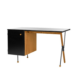 Grossman Desk 62-series, walnut/black 주문 후 4개월 소요